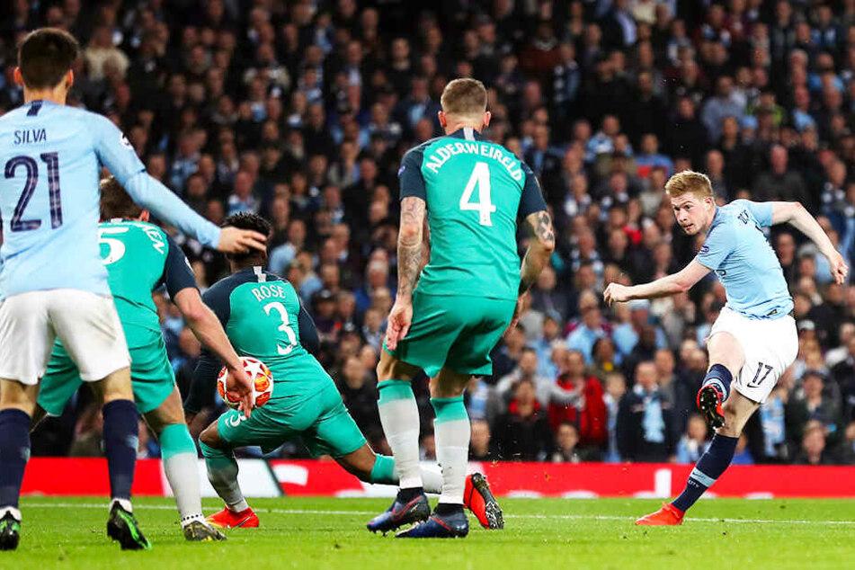 Kevin De Bruyne (r.) war Manchester Citys Mann des Abends und an nahezu jeder Offensivaktion beteiligt.