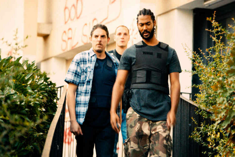 Die BAC-Spezialeinheit der französischen Polizei um Stephane Ruiz (l., Damien Bonnard), Chris (M., Alexis Manetti) und Gwada (Djebril Zonga) hat alle Hände voll damit zu tun, sich in Clichy-Montfermeil zu behaupten.