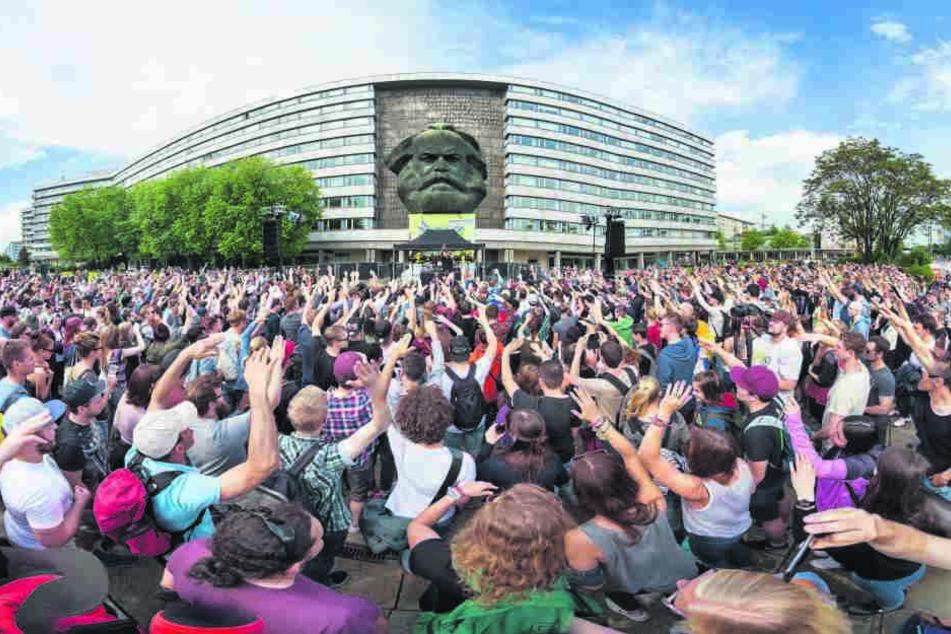 Am Donnerstag wird die Brückenstraße zur Fanmeile und der Karl-Marx-Kopf kriegtwieder Musik auf die Ohren.