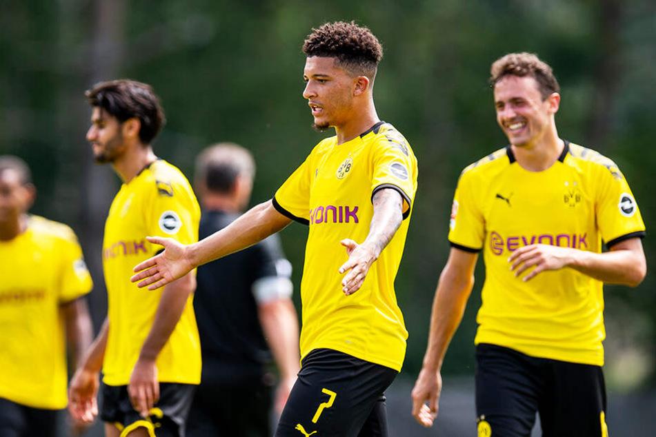 Jadon Sancho bejubelt sein drittes Tor und den damit verbundenen 6:0 Endstand für den BVB