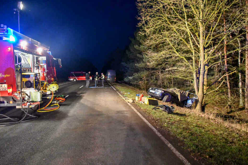 Am Freitag kam mindestens eine Person bei einem schweren Verkehrsunfall in Sachsen-Anhalt ums Leben.