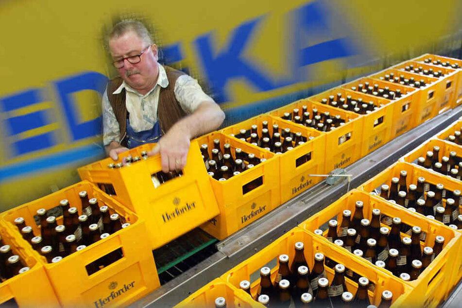 Edeka hat großes Interesse an der Herforder Brauerei, die zur Warsteiner Gruppe gehört. (Symbolbild)