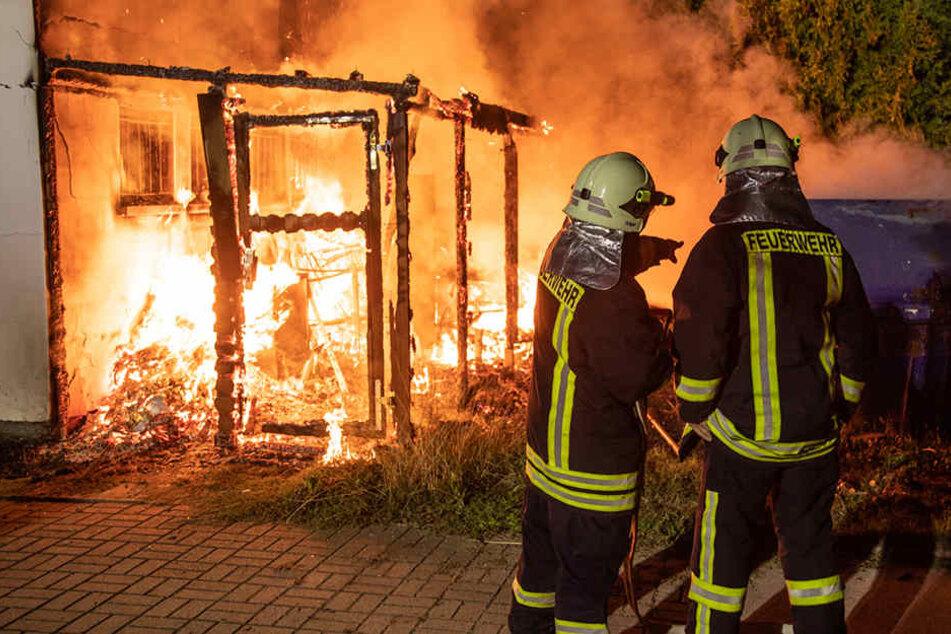 Brand in Freibadgaststätte: Feuerwehr kämpft stundenlang gegen die Flammen