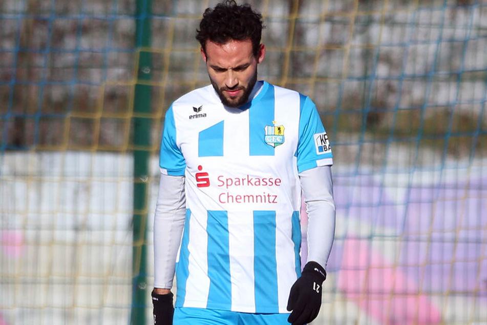 Bei Fabian Müller geht der Blick nach unten. Das Spiel gegen Halle könnte für ihn das letzte im CFC-Trikot gewesen sein.