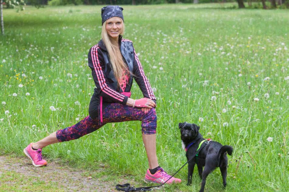Henriette gab mit ihrem Mops Klitschko (4) Fitness-Kurse für Hundebesitzer.