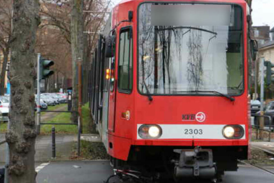 Mitten im Karnevalstreiben: 20-Jährige in Köln von Straßenbahn getötet