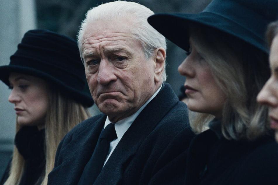 "Robert De Niro (M.) spielt Frank ""The Irishman"" Sheeran auch dank der De-Aging-Technik in verschiedenen Phasen seines Lebens."