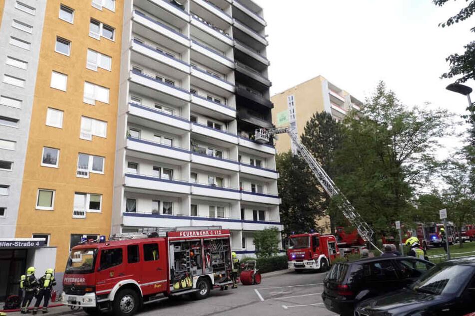 Die Feuerwehr war in dem Wohnblock im Einsatz.