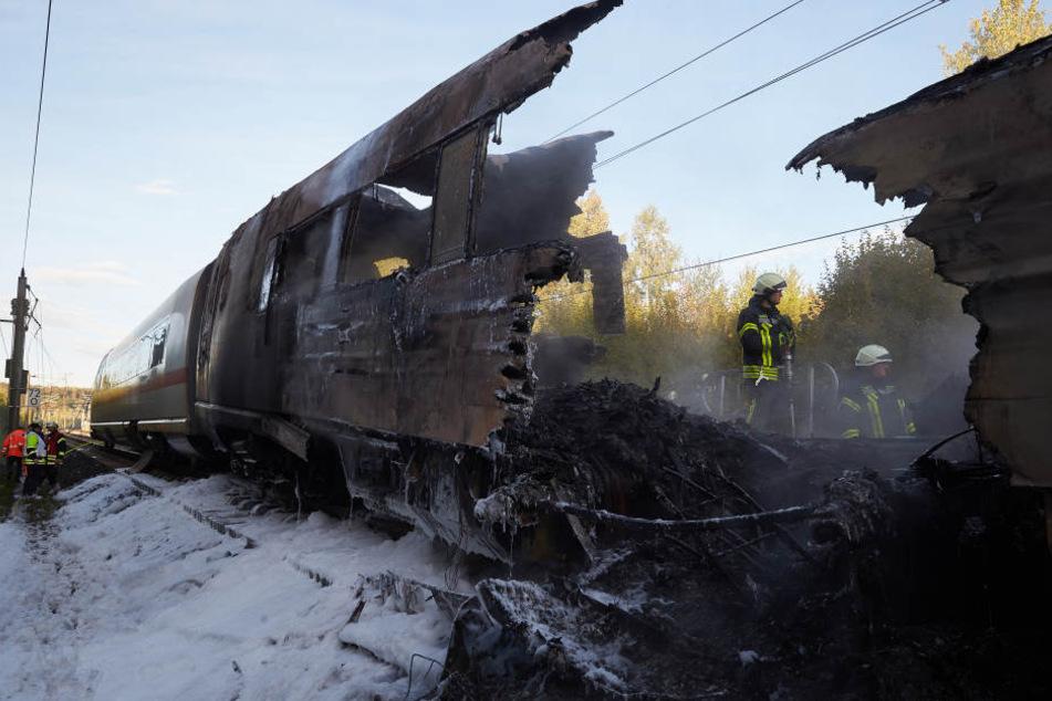 Das Feuer zerstörte den letzten Zugteil komplett.