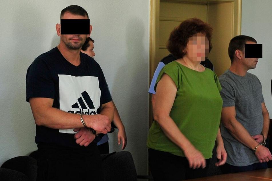Berufungs-Prozess am Landgericht Chemnitz: Viktors M. (34, l.) und Sergejs M. (40) wurden wegen Raubes zu jeweils einem Jahr und sechs Monaten Haft verurteilt.