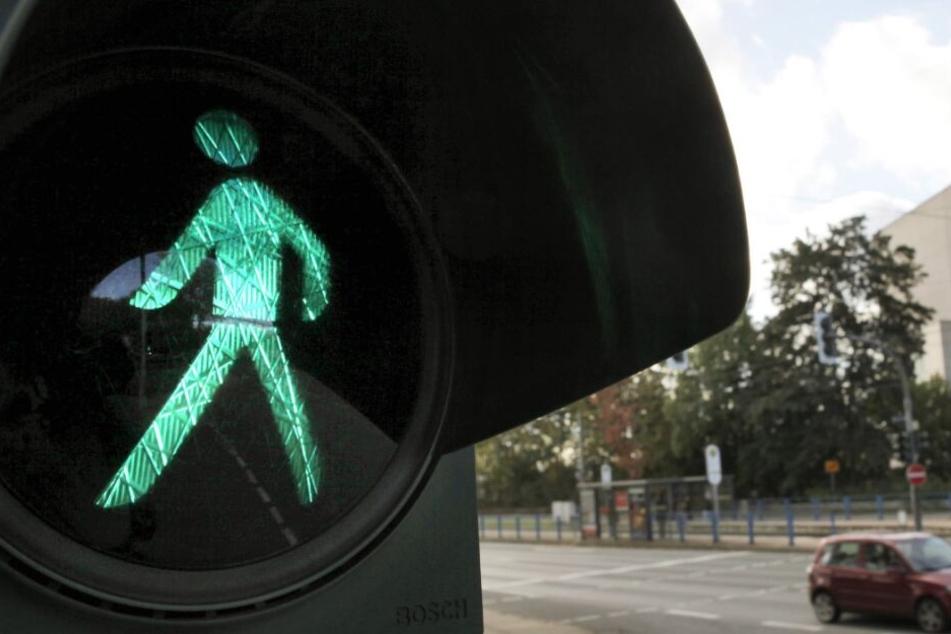 An einer gewöhnlichen Fußgängerampel griff der Mann die 19-Jährige an. (Symbolbild)