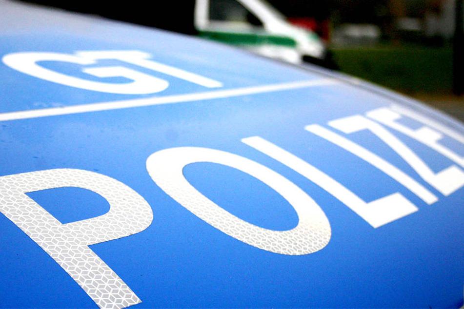 Die Polizei nahm den 17-Jährigen mit auf die Polizeiwache Gütersloh.