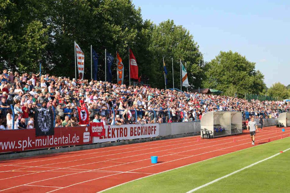 Das Stadion der Freundschaft war mit 2944 Zuschauern prall besetzt.