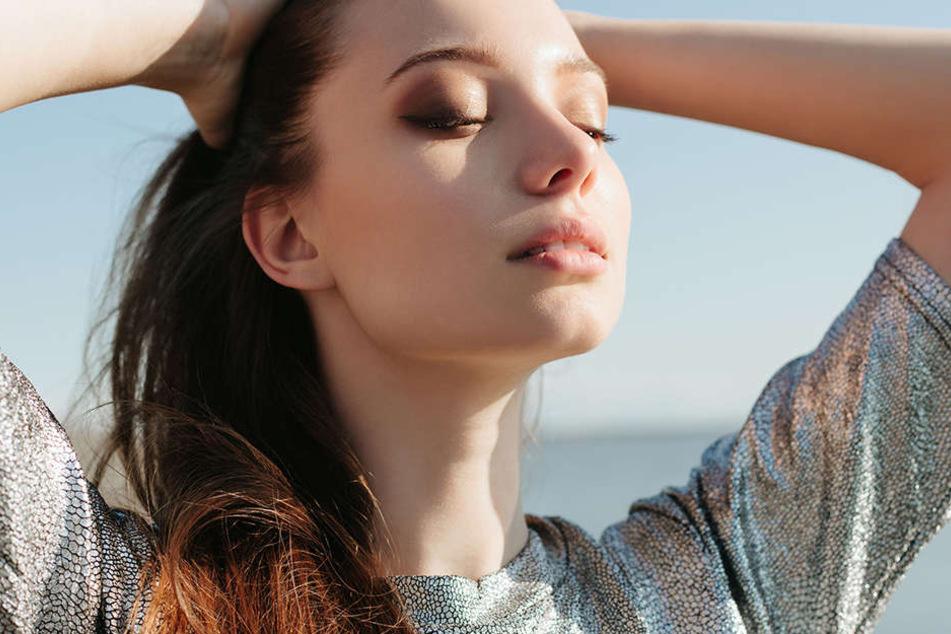 Die Sonne genießen? Das bringt den Hormonhaushalt anfangs ganz schön durcheinander.