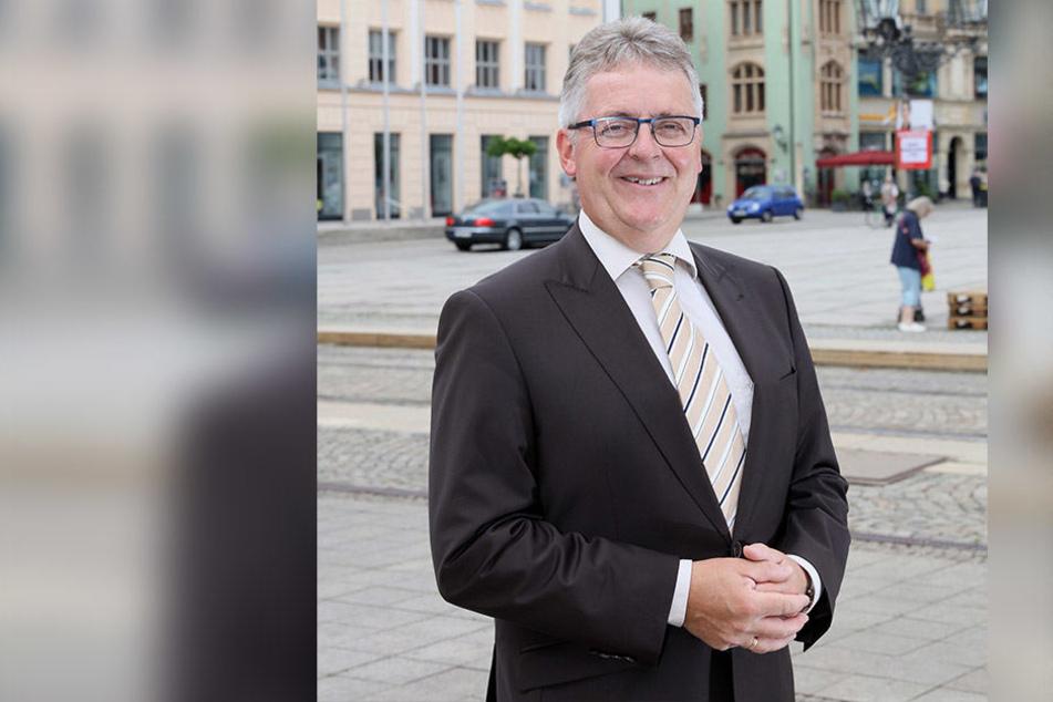 Der Kaufmännische Geschäftsführer der ZEV, Volker Schneider (58), hat eine frohe Botschaft: Der Versorger senkt zum Januar den Strompreis.
