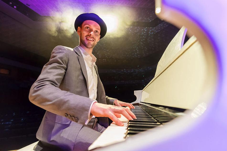 """Martin Schmitt (30) präsentiert """"Die Udo Show"""". Eines der Highlights: eine 15-Minuten-Version des Jürgens-Hits """"Ich war noch niemals in New York""""."""