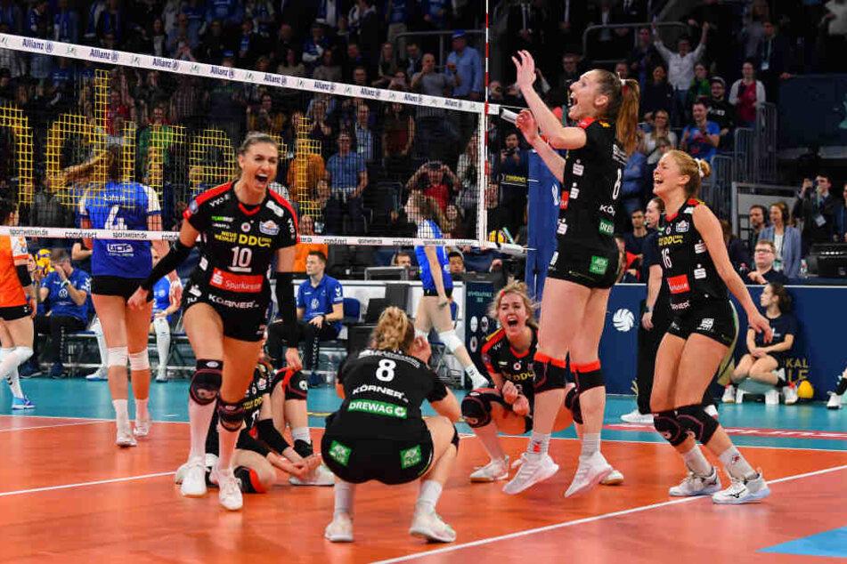 Der Moment des Triumphes! Lena Stigrot (links) hat soeben den Matchball verwandelt.