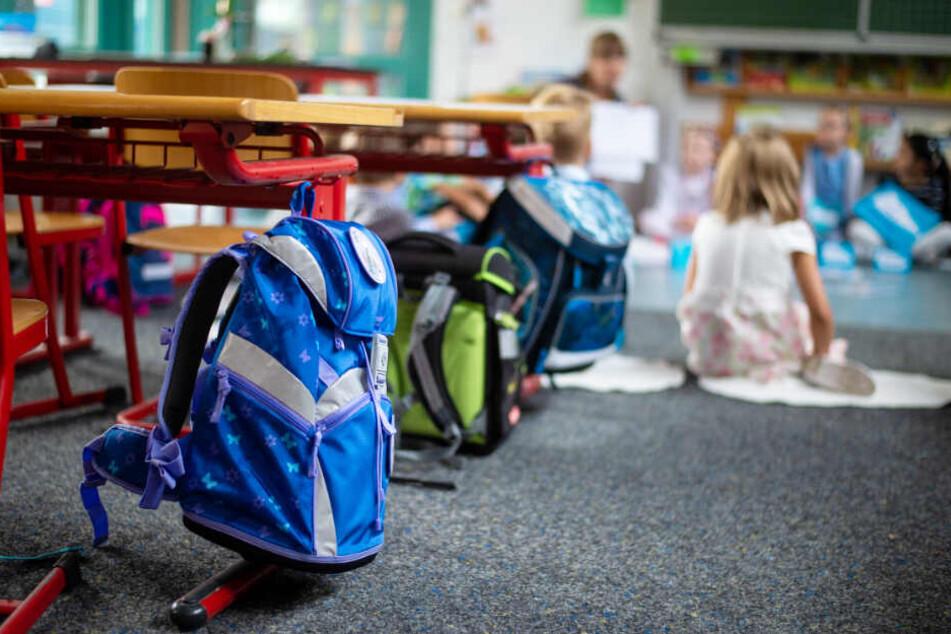 Kinder lernen in einem Klassenzimmer. (Symbolbild)