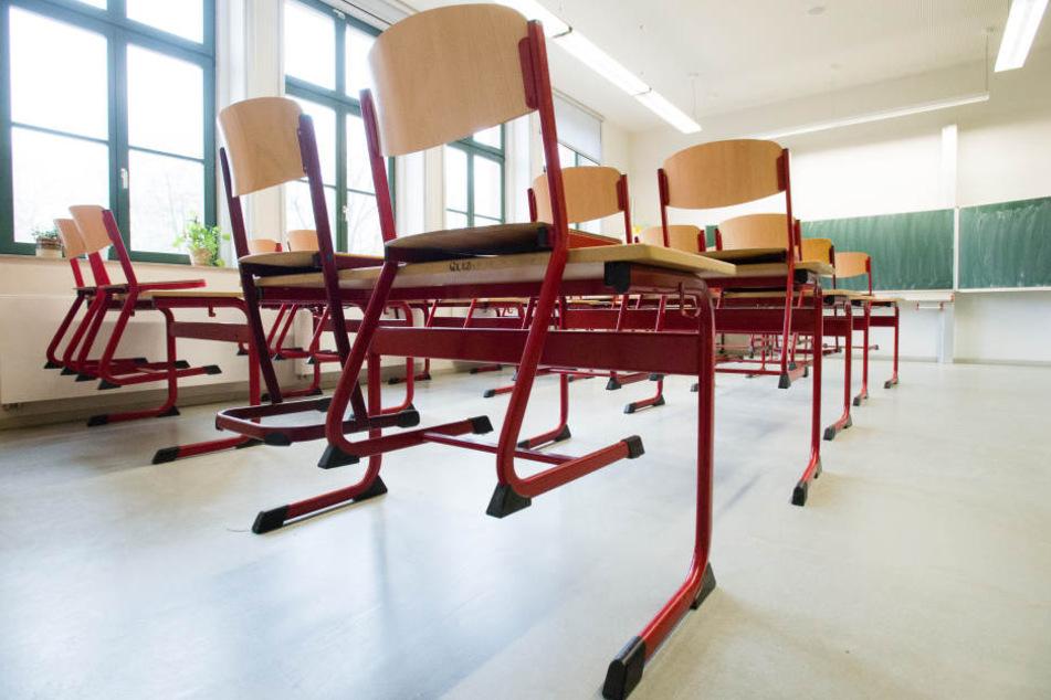 Sachsen will künftig beim Schulunterricht sparen.