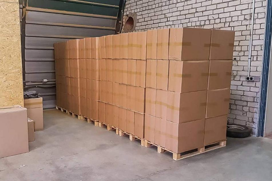 Eine illegale Zigarettenfabrik haben die Behörden in Lettland ausgehoben.