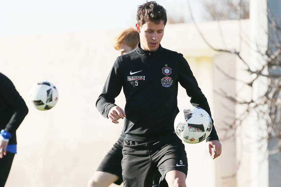 Clemens Fandrich im Trainingslager am Ball. Der Mittelfeldmann ist super drauf.