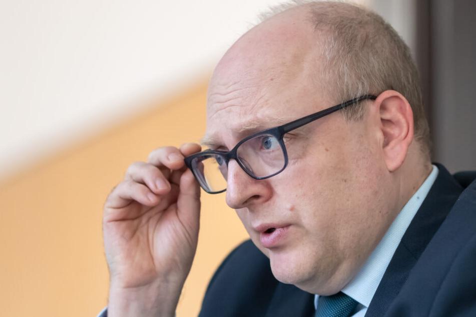 Die Ausgaben für Familien, die Hilfe benötigen, sind enorm gestiegen, so Kämmerer Sven Schulze (46, SPD).
