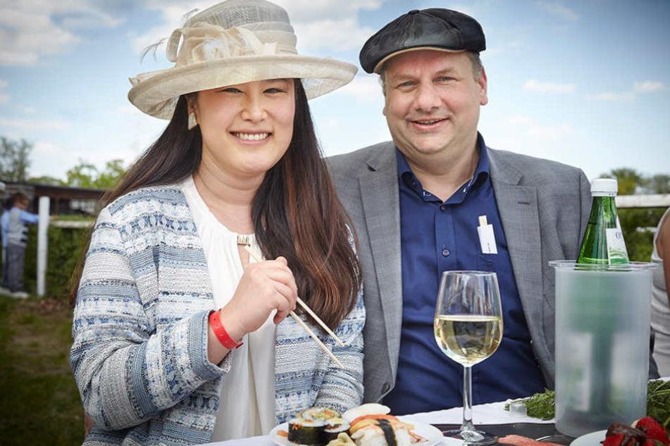 Su Yeon Hilbert (36) mit ihrem Mann  und Oberbürgermeister Dirk Hilbert  (45, FDP).