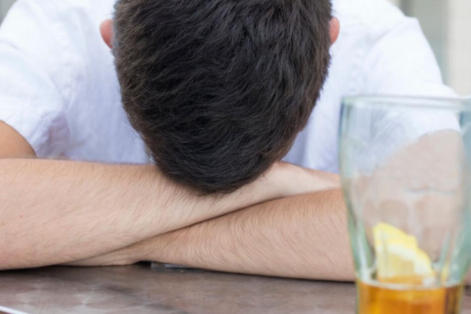 Der 19-Jährige war betrunken, als die Polizisten ihn aufgriffen. (Symbolbild)