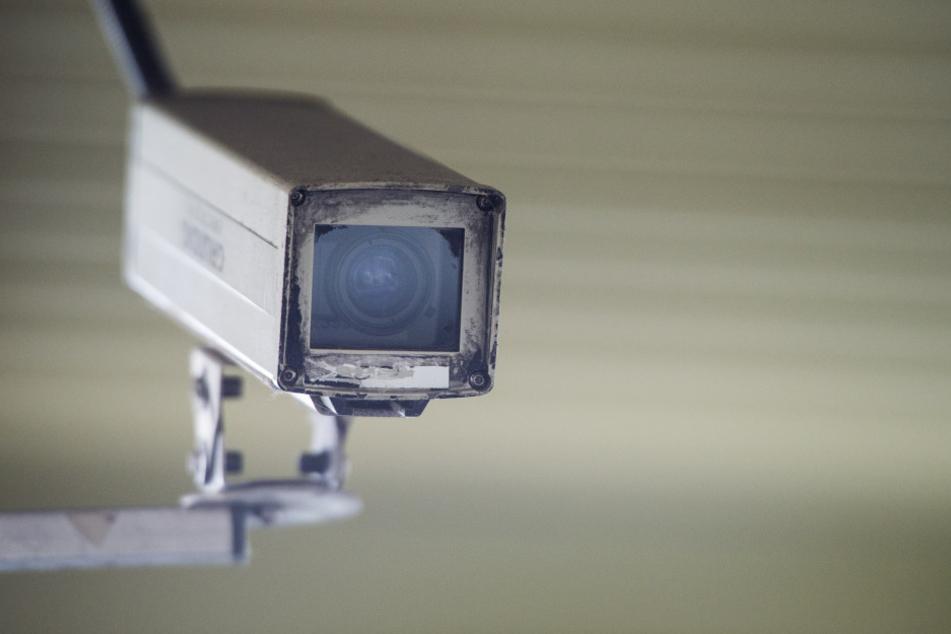 Wie viele Kameras landesweit Straßen und Plätze filmen, darüber liegt Hasse zufolge noch keine abschließende Erhebung vor.