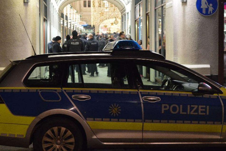 Ein Polizist wurde in Görlitz mit einer Bierflasche beworfen.