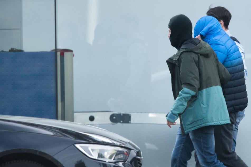 Nazi-Terrorzelle zerschlagen: Erste Verdächtige vorm Haftrichter