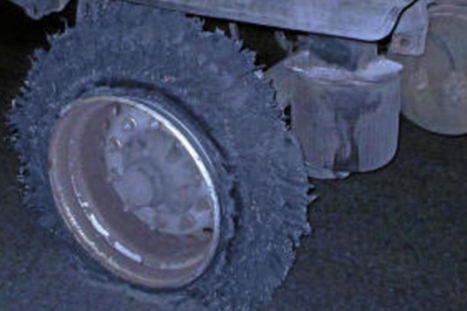 """Mit dieser Art """"Reifen"""" setzte der betrunkene Fahrer seine Tour einfach fort."""