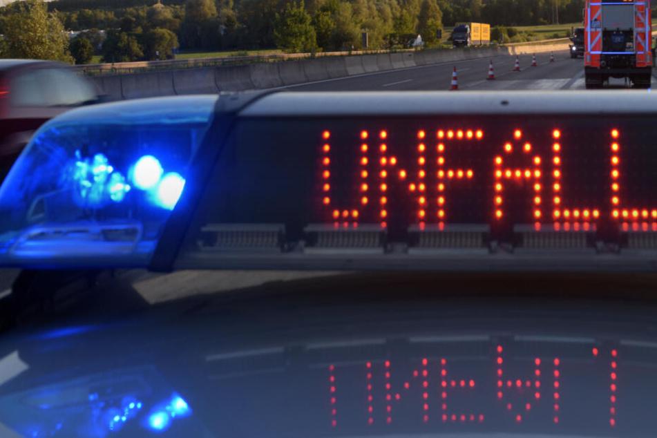 Die Autobahn musste nach dem Unfall komplett gesperrt werden. (Symbolbild)
