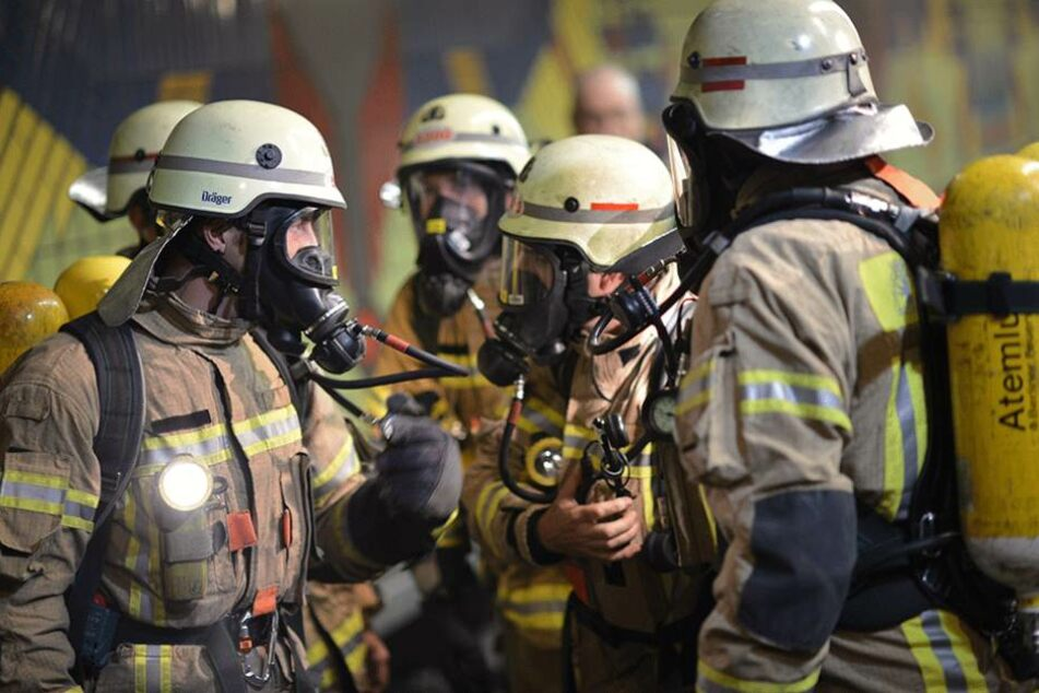 Die Feuerwehr rückte mit Atemschutz im U-Bahnhof Westhafen an (Symbolbild).
