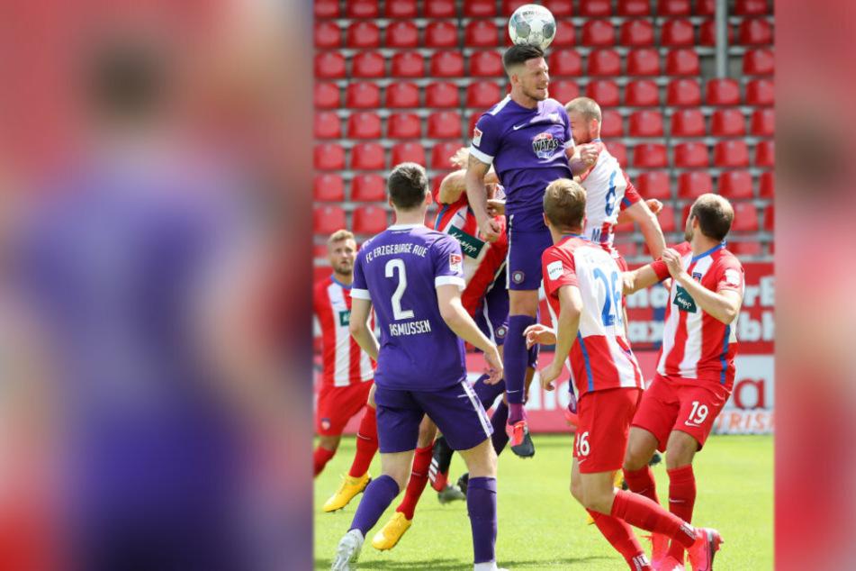 Am Sonntag muss der FC Erzgebirge obenauf sein, wie es Dennis Kempe im Spiel gegen Heidenheim dokumentiert.