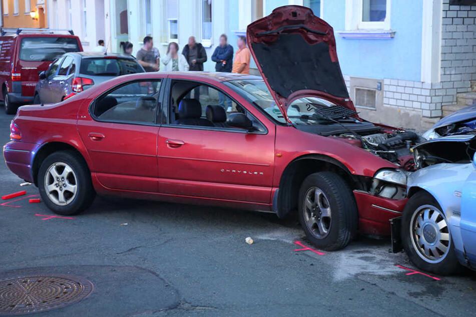 Suff-Fahrer haut nach Unfall ab und baut nächsten Crash: Zwei Schwerverletzte