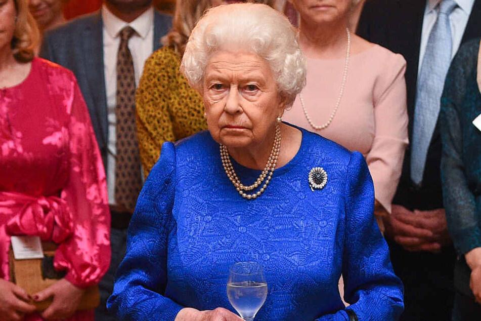 Mit Herzogin Meghan (38) und Prinz Harry (35) wird Queen Elisabeth (93) dieses Weihnachten nicht anstoßen können...