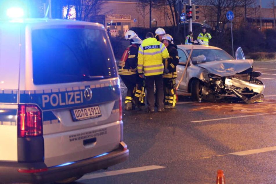Schwerverletzte Fahrer machen nach Unfall in Leipzig unterschiedliche Aussagen