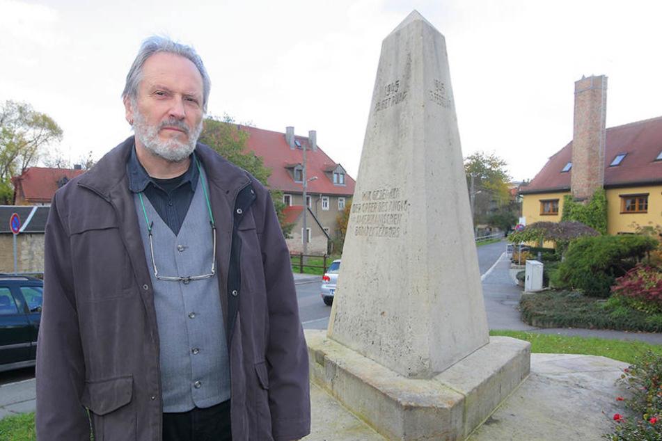 Historiker Justus H. Ulbricht (62) spricht sich für eine zusätzliche Erklärung am Nickerner Obelisken aus.