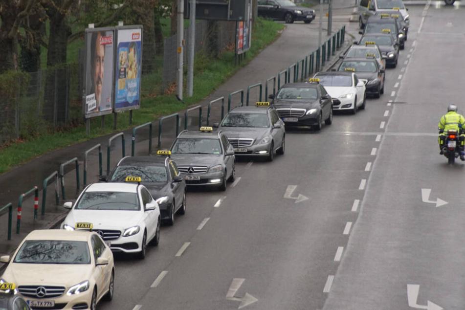 Taxi-Demo-Kolonne in Stuttgart.