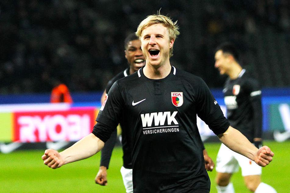 Augsburgs Martin Hinteregger soll von gleich drei Clubs umworben sein.
