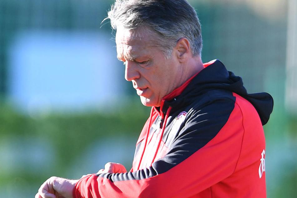 Die Zeit drängt! In acht Tagen greift Dynamo-Trainer Uwe Neuhaus mit seiner Truppe wieder in der 2. Liga an.