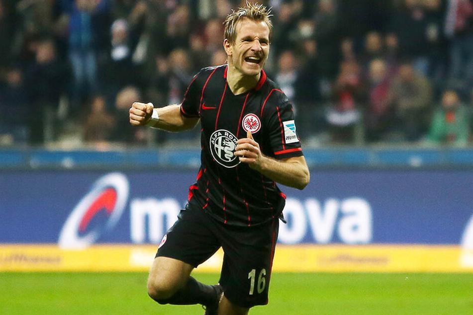 Stefan Aigner zeigte bei Eintracht Frankfurt einst gutes Bundesliga-Niveau, war in 121 Spielen an 50 Treffern direkt beteiligt (25 Tore, 25 Vorlagen). In Halle ging der Topscorer und Kapitän der Uerdinger allerdings mit unter.