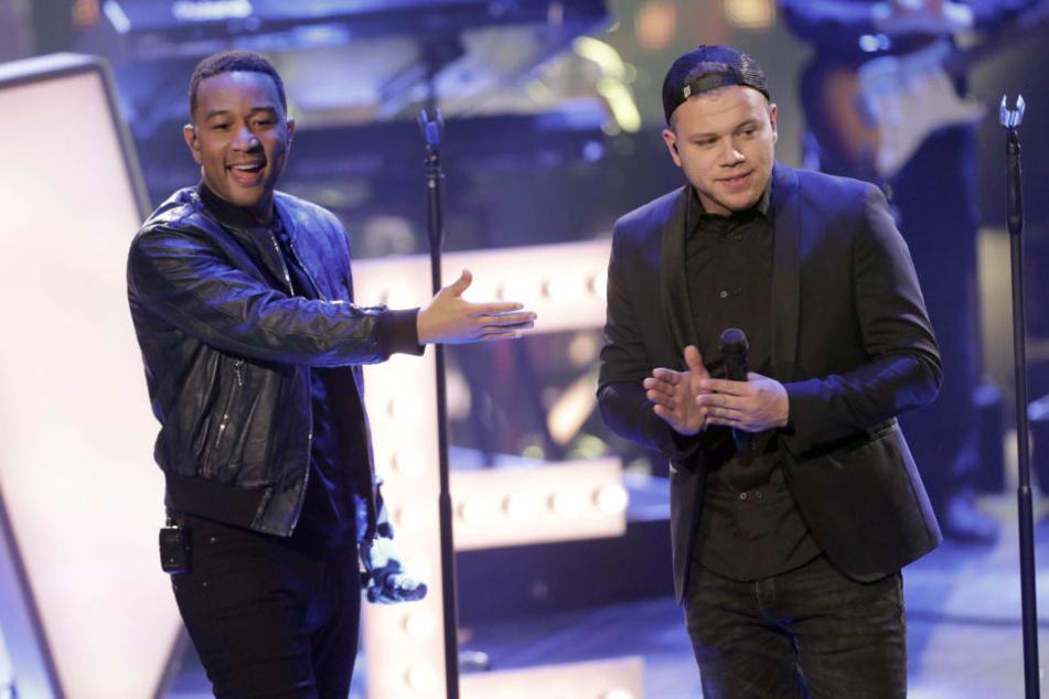 """Ein harmonisches Duo: John Legend (links) und Tay sangen zusammen Legends Song """"Love Me Now""""."""