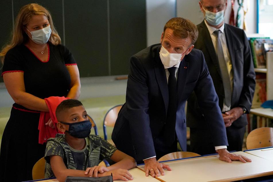 Frankreichs Präsident Emmaneul Macron (43) besuchte zum Start eine französische Grundschule, wo Schüler erzählten, wie sie die Pandemie empfinden.
