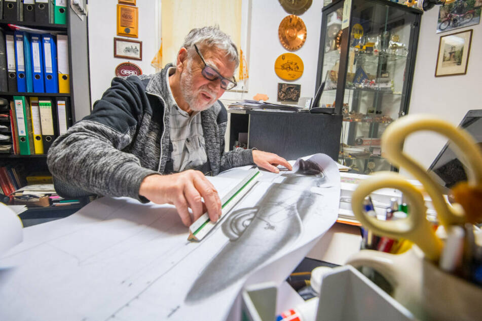 Konstrukteur Frieder Bach recherchierte, tüftelte und bastelte eineinhalb Jahre in seiner Werkstatt in Rabenstein.