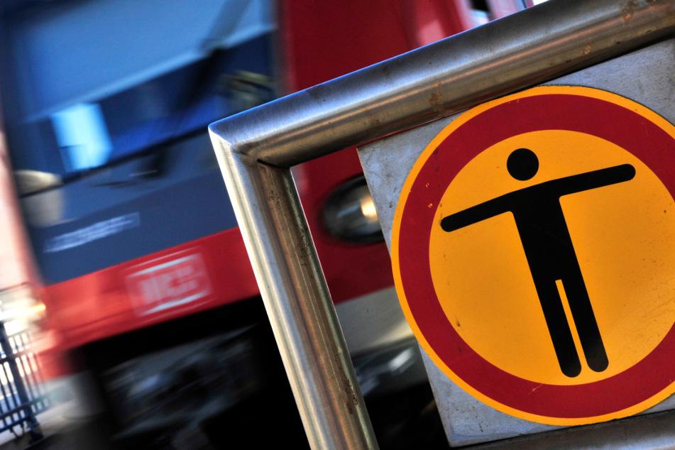 Mädchen (13) stürzt ins Gleis, dann donnert eine S-Bahn mit 100 km/h heran