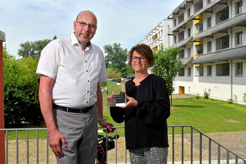 Ausgezeichnet: Meißens OB Olaf Raschke (58, parteilos) und SEEG-Geschäftsführerin Birgit Richter (59) mit dem DW-Zukunftspreis.