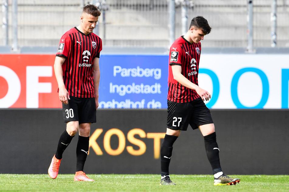Rückschlag für den FC Ingolstadt 04 und Kapitän Stefan Kutschke (32, l.): Die Schanzer gingen in der 90. Minute mit 2:1 in Führung, kassierten in der Nachspielzeit aber noch den Ausgleich.
