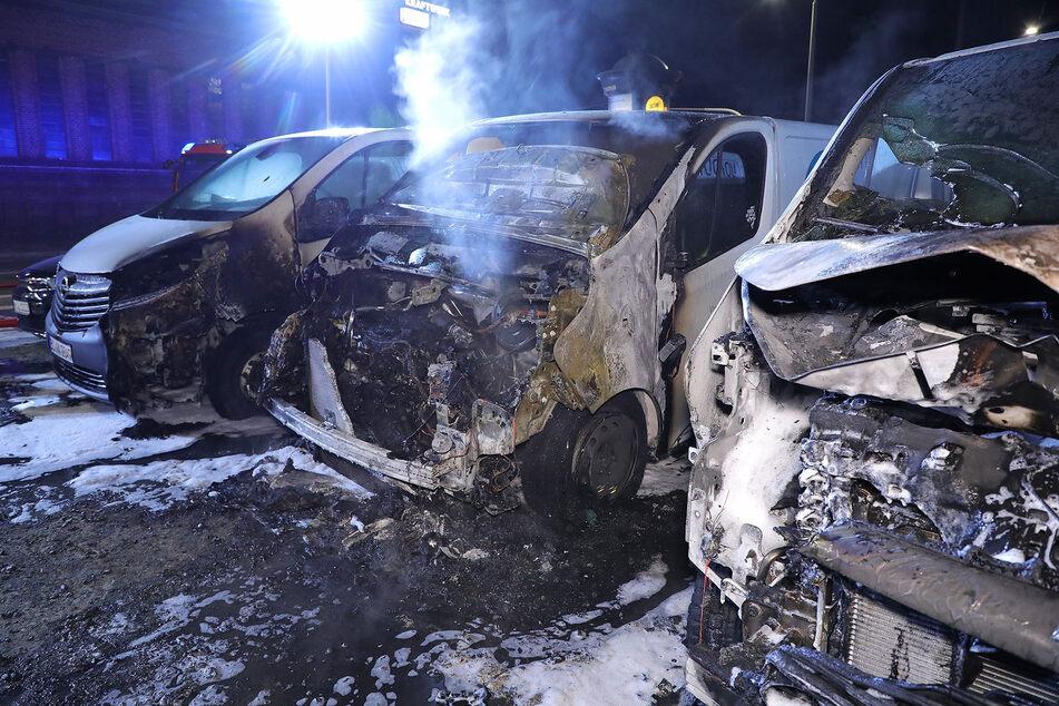 Brandanschlag auf Vonovia-Busse: Waren Extremisten am Werk?